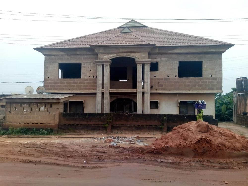 Upstair for sale at Magboro  Ogun State on on plot of land 120sq by 60sqm